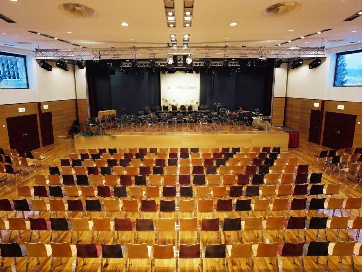 Stadthalle Innenraum 05