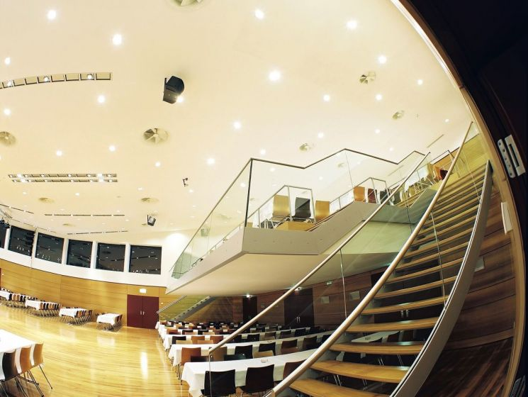 Stadthalle Innenraum 08